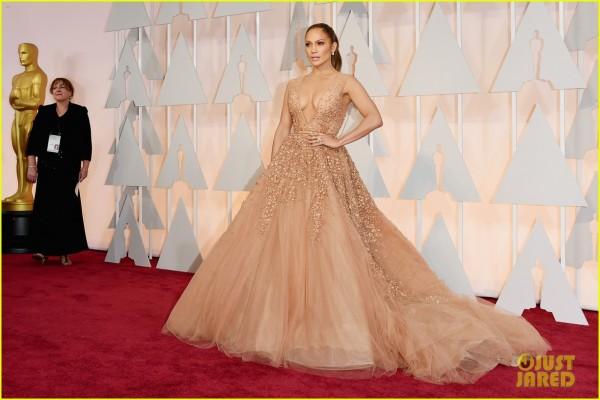 jennifer-lopez-oscars-2015-red-carpet-02