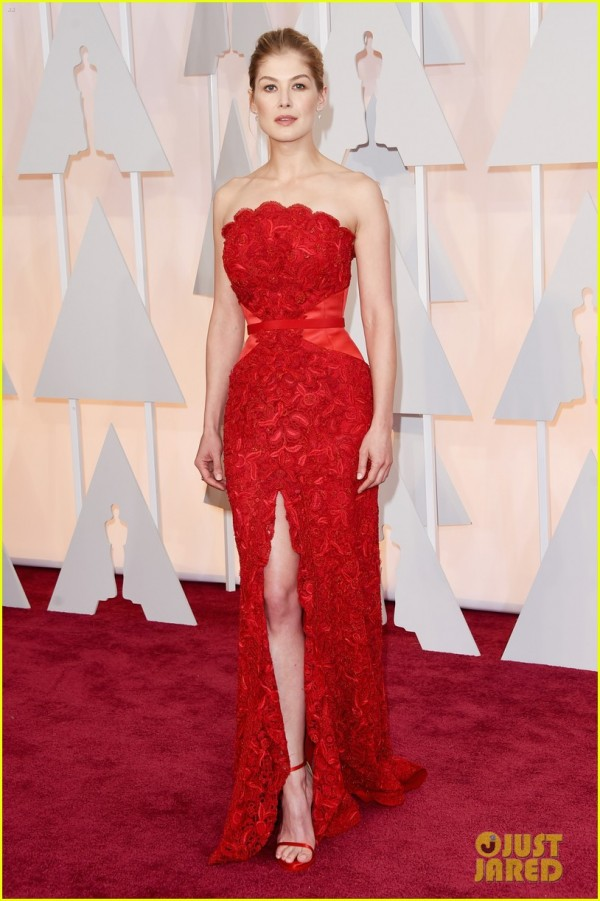 rosamund-pike-oscars-2015-red-carpet-03