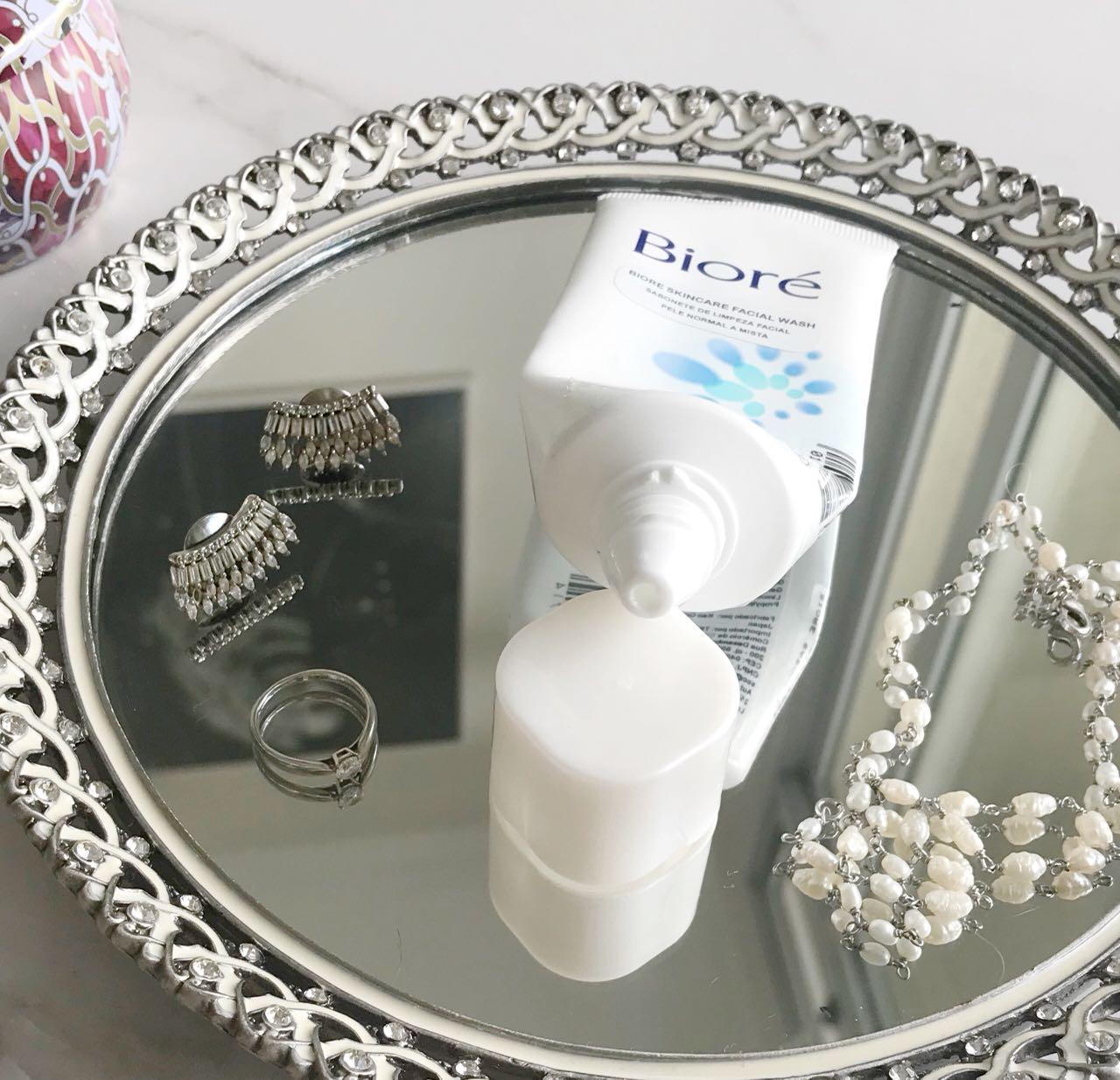Resenha do sabonete de limpeza facial da Biore - Giuli Castro
