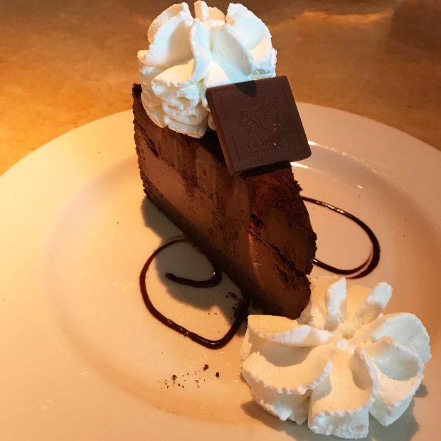 Godiva Cake da Cheesecake Factory no Queens em NYC - Giuli Castro